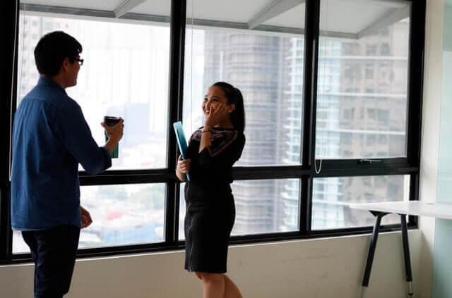 Flirt w pracy - rodzaje pracowników