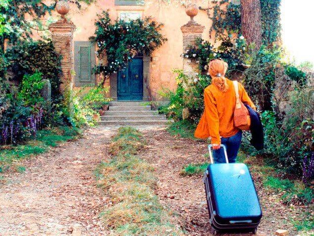 Frances z walizką