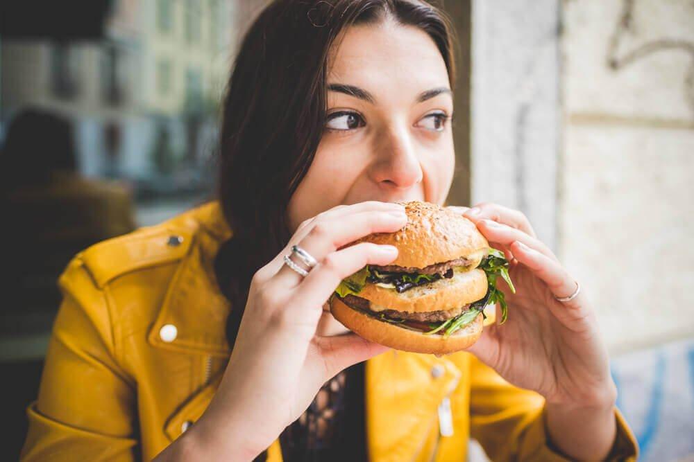 Kobieta je hamburgera - dieta a iloraz inteligencji