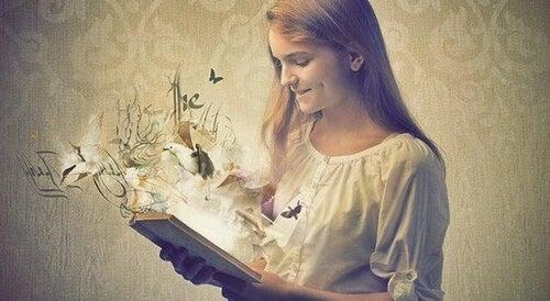 Książki są lustrem: jakie zalety ma czytanie?