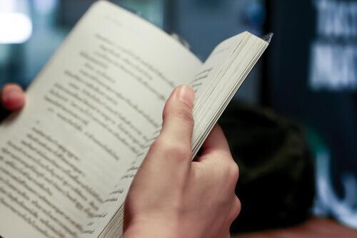 Człowiek czyta - książki są lustrem