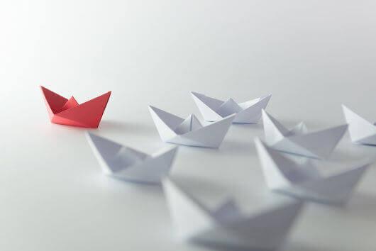 Łodki z papieru, czerwona prowadzi - przywództwo