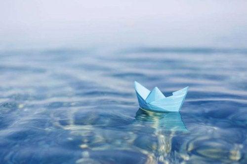 Papierowy statek - kruchość, gdy potrzebujesz pomocy