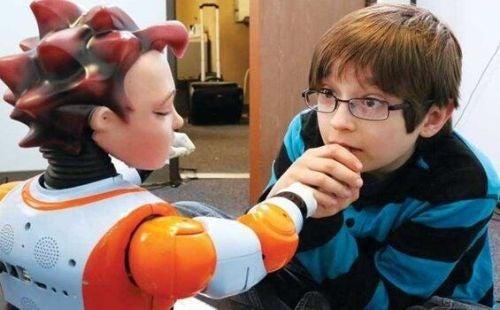 Roboty pomagają dzieciom z autyzmem