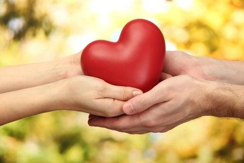 Serce w dłoniach - nadmierna służalczość