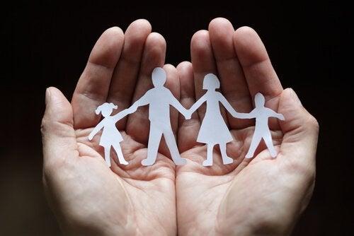 Terapia systemowa rodzina w formie ludzików.