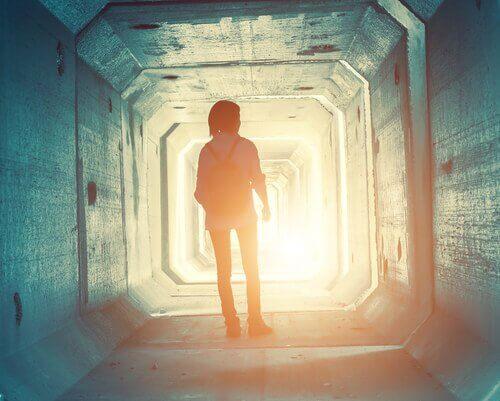 Dziewczyna w tunelu