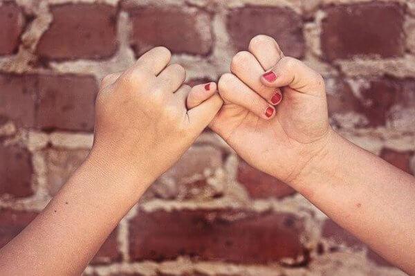 Ludzie godni zaufania - uścisk dłoni