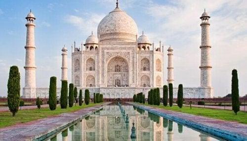 Pomniki inspirowane miłością - poznaj najcudowniejsze