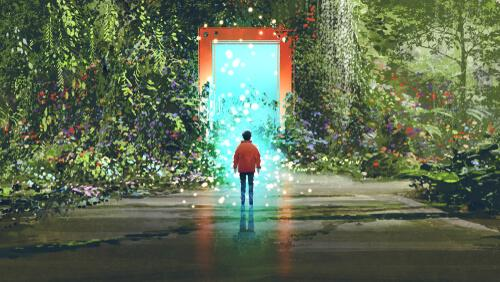 chłopak idący w stronę drzwi