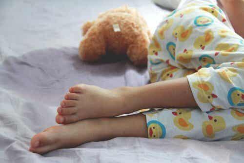 Moczenie nocne: przyczyny, objawy i leczenie