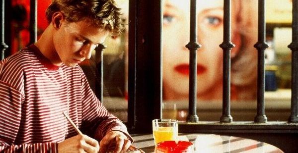 Chłopiec piszący list