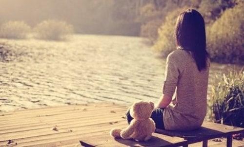 Chroniczne uczucie samotności – skąd się bierze i jak nim zarządzać?
