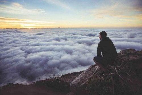 mężczyzna chmury