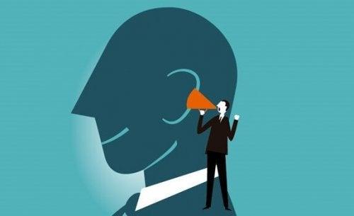 Głośne myślenie poprawia naszą zdolność umysłową