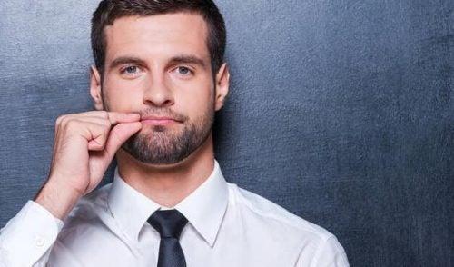 Mężczyzna z zamkniętymi ustami - lepsza komunikacja
