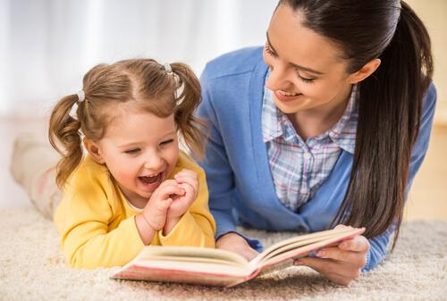 Nauka czytania mama i dziecko