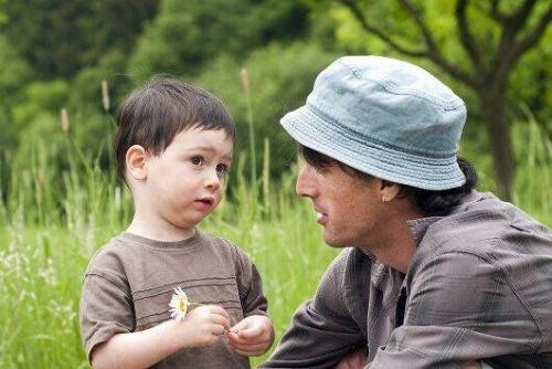 Odmawianie dzieciom w pozytywny sposób - tata rozmawia z synem