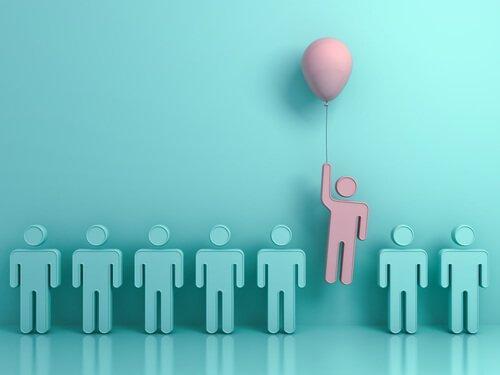 Odmienność -osoba wyróżniająca się z tłumu