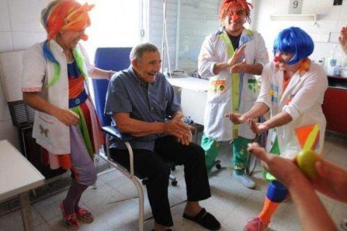 Pacjent podczas terapii śmiechem