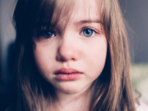 Smutek u dzieci: nie lekceważ, lecz naucz rozumieć