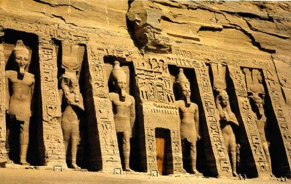 świątynia nefertete