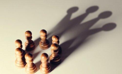 Błędy poznawcze sprzyjające umocnieniu władzy