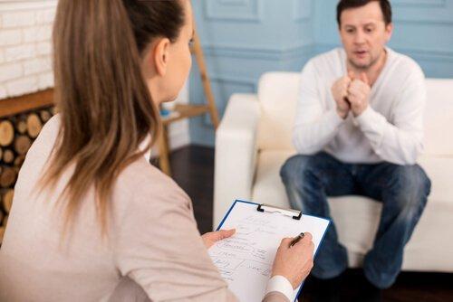 Terapeuta i pacjent - leczenie hipochondrii