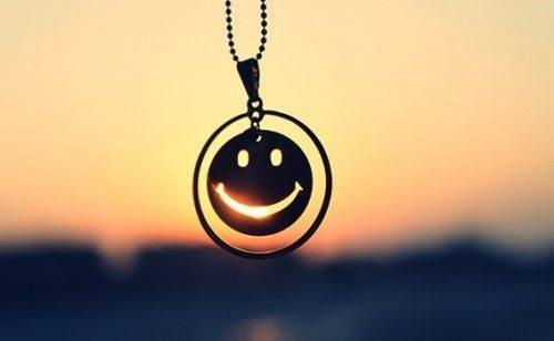 Wisiorek w kształcie uśmiechu