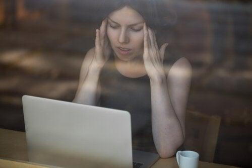 Cyberprzemoc i jego 5 głównych oznak