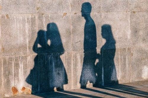 cienie ludzi