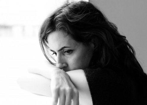 Kobieta niezadowolona ze swojej pracy