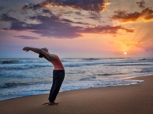 Powitanie słońca krok do kroku - joga dla Ciebie