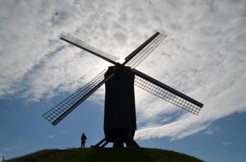młyn z wiatrakiem efekt Don Kichota