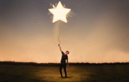 mężczyzna z balonem - teoria małych wygranych