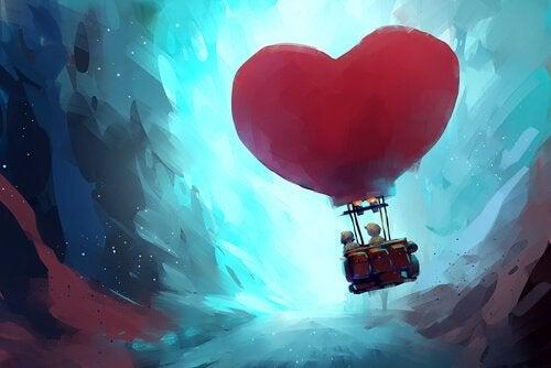 Para w balonie w kształcie serca