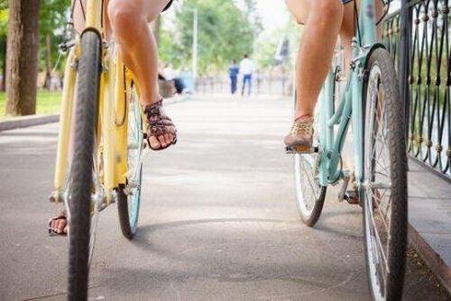Przyjaciółki na rowerach