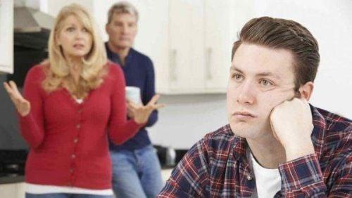 Sfrustrowani rodzice i znudzony syn