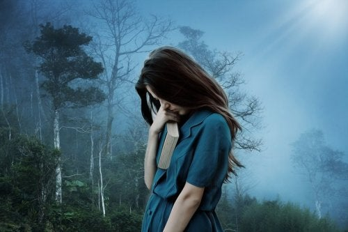 Smutna dziewczyna z książką reprezentująca język depresji