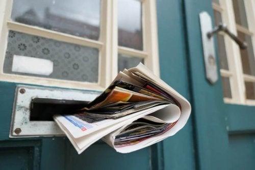Gazety w drzwiach