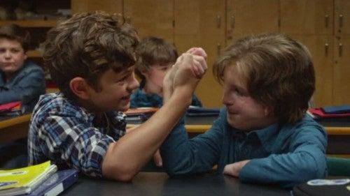 """Kadr z filmu """"Cudowny chłopak"""" - August z przyjacielem"""