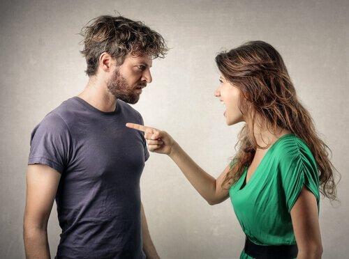 Kobieta oskarża mężczyznę