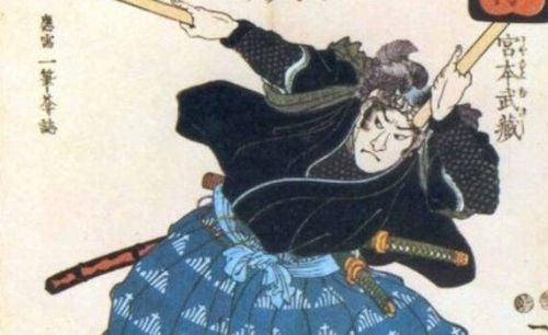 Samuraj sięga po katanę