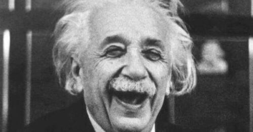 Roześmiany Albert Einstein