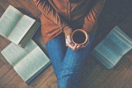 Czytanie książek herbata