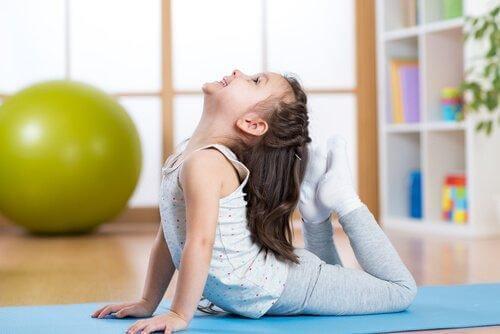 Joga dla dzieci - 5 najlepszych pozycji