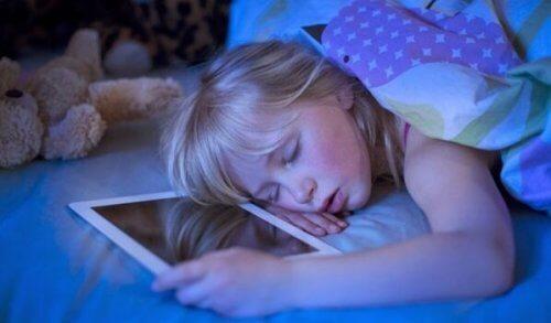 Bezsenność technologiczna: ekrany, które zakłócają sen
