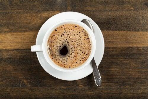 Kofeina w filiżance kawy