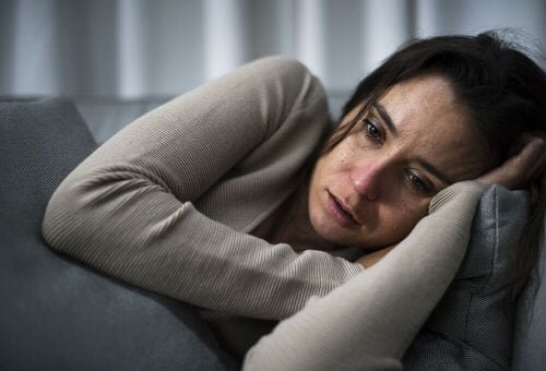 Kobieta cierpiąca na syndrom poznawczo-uwagowy