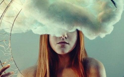 kobieta i chmura